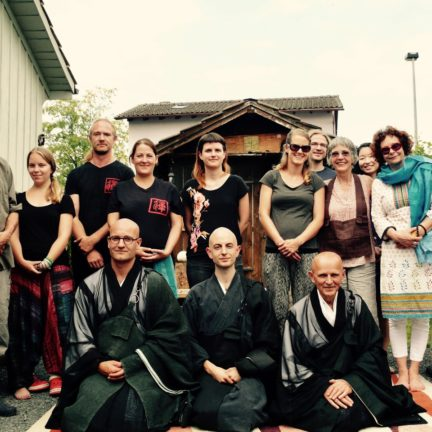 Gruppenfoto Ordination Zen Mönch