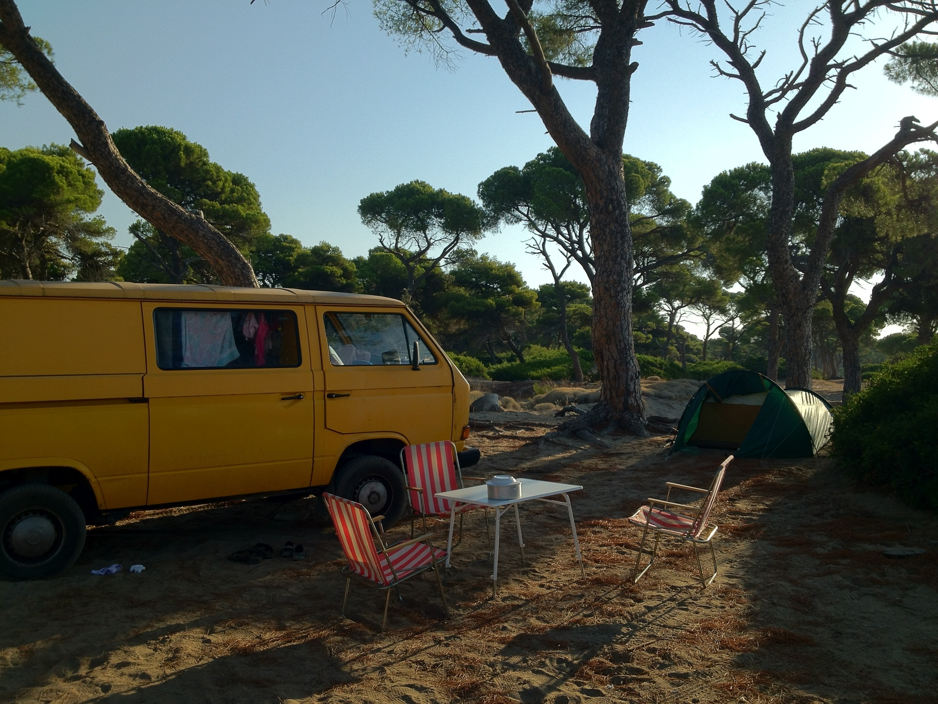 Travelling in a VW T2 bus and camping on the beach