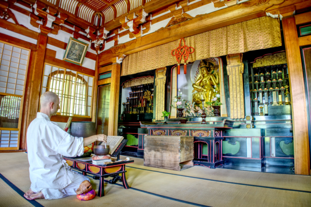 Morning service at Seikenji Temple